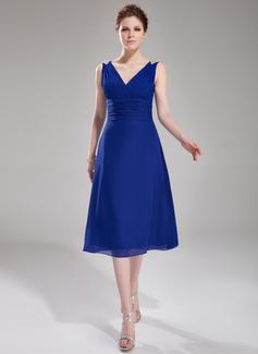 A-Line/Princess V-neck Knee-Length Chiffon Cocktail Dress With Ruffle Beading