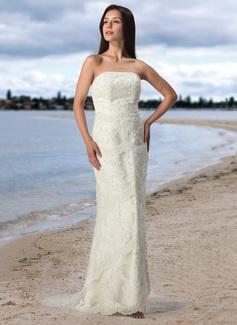 Sheath/Column Strapless Court Train Tulle Lace Wedding Dress